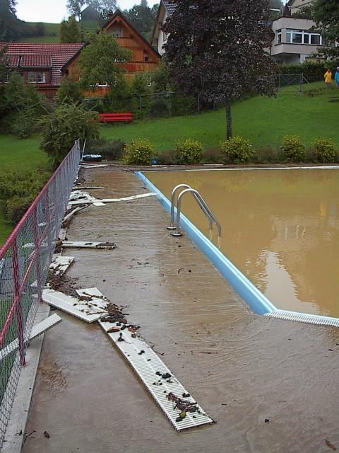 Schwimmbad 01.jpg