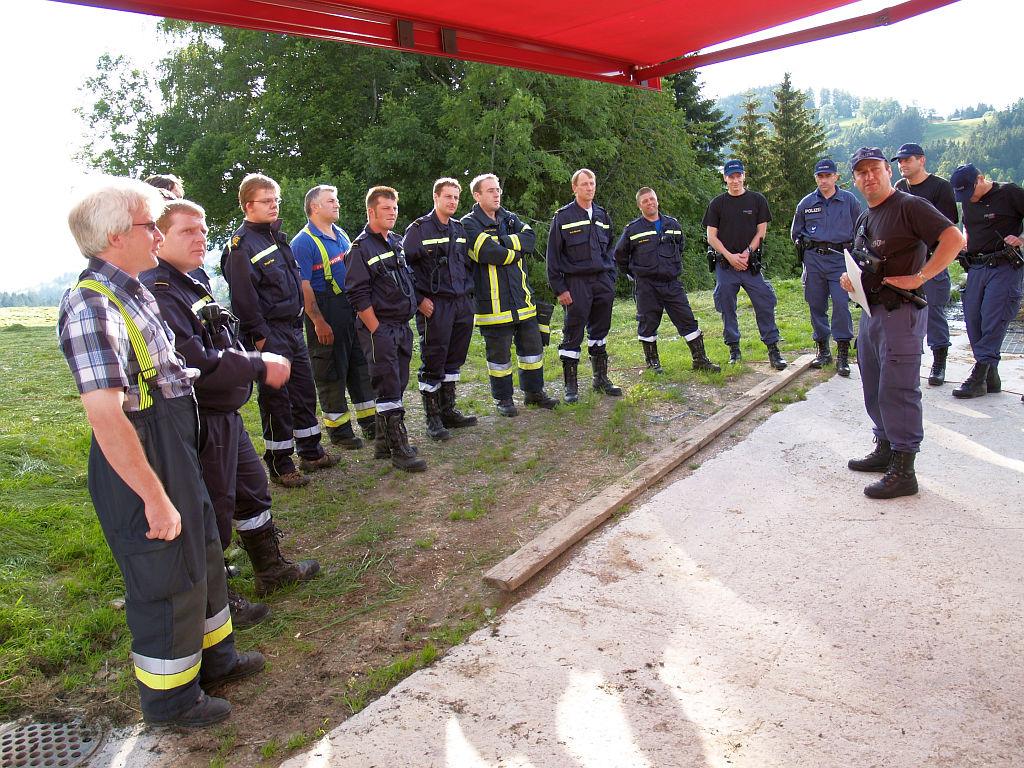 Uebung Personensuche Wald und Rehetobel Feuerwehr 2007 05.jpg.JPG
