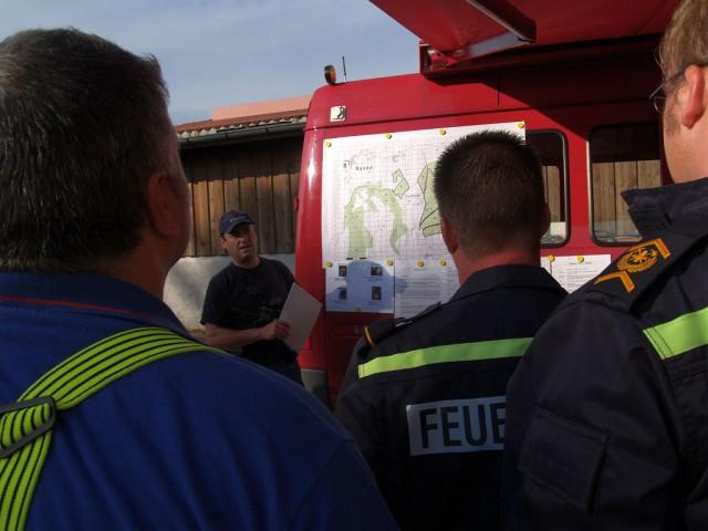 Uebung Personensuche Wald und Rehetobel Feuerwehr 2007 07.jpg.JPG