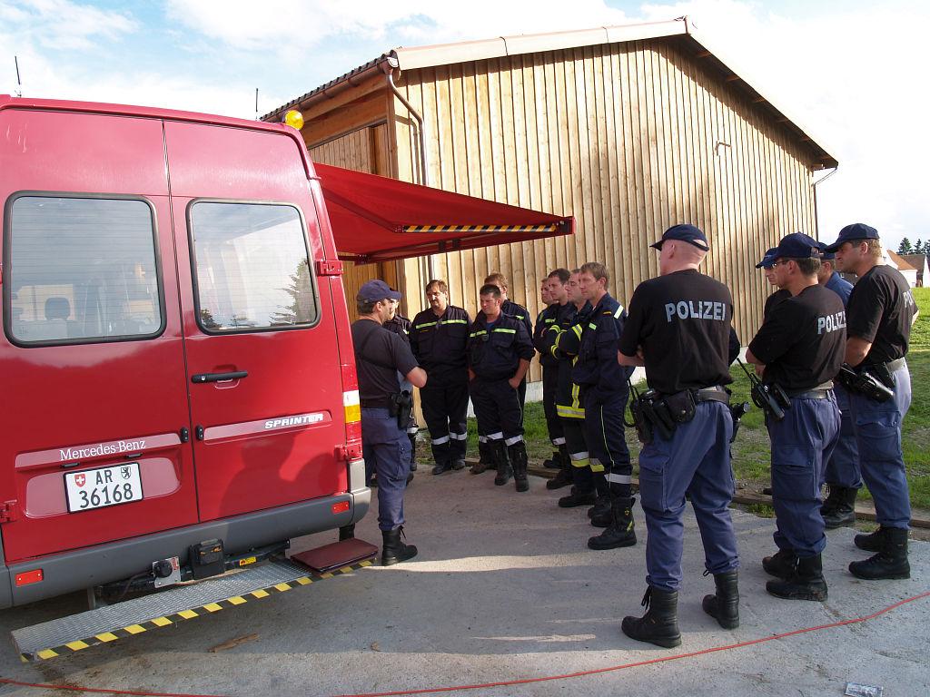 Uebung Personensuche Wald und Rehetobel Feuerwehr 2007 18.jpg.jpg