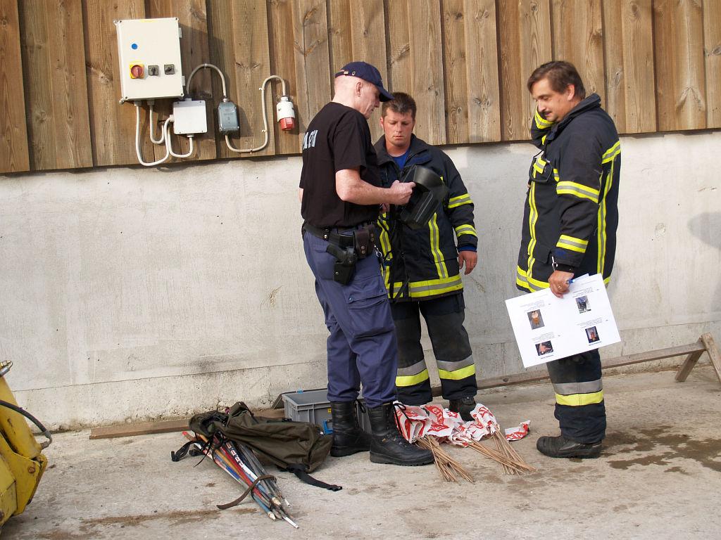 Uebung Personensuche Wald und Rehetobel Feuerwehr 2007 19.jpg.jpg