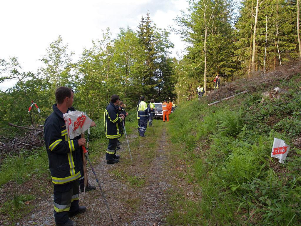 Uebung Personensuche Wald und Rehetobel Feuerwehr 2007 37.jpg.jpg